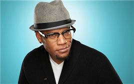 7:31pm VIP - DL Hughley